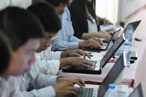 Người dùng, doanh nghiệp nên cẩn trọng khi tải về các file lạ Ảnh: HOÀNG TRIỀU