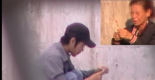 Hai người nghiện sử dụng ma túy tại khu vực gần Bến Bình Đông, quận 8, TP HCM. (Ảnh cắt từ video clip)