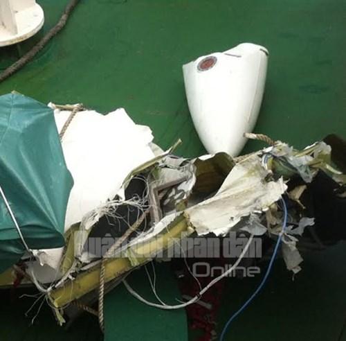 Mảnh vỡ của máy bay Casa 212 - Ảnh: QĐND