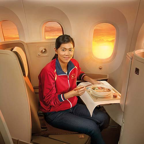 kình ngư trẻ Nguyễn Thị Ánh Viên được Vietnam Airlines chọn làm Đại sứ thương hiệu