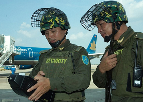 Lực lượng an ninh sân tại bay Nội Bài đang phối hợp tốt với an ninh Mỹ - Ảnh: VNE
