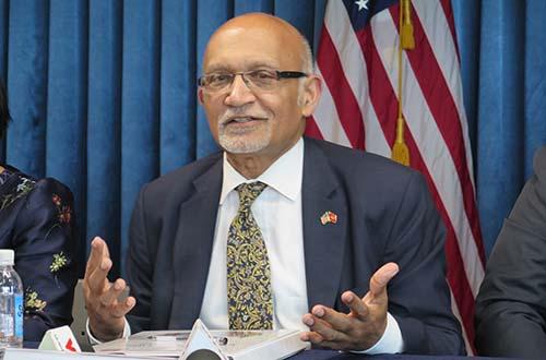 Ông Arun Kumar, Trợ lý Bộ trưởng Bộ Thương mại Mỹ, trong buổi họp báo ngày 18-7 tại TP HCM