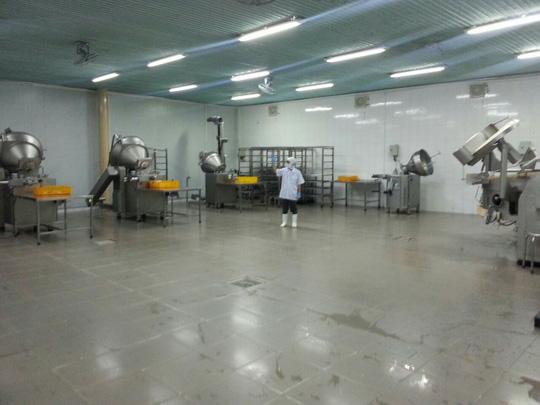Khu vực sản xuất của Viet Foods vẫn còn vắng vẻ Ảnh: AN NA