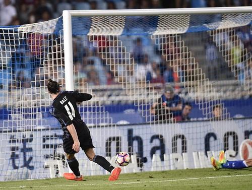 Bale hoàn tất cú đúp ở phút bù giờ