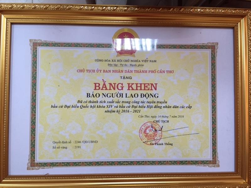 Bằng khen do Chủ tịch UBND TP Cần Thơ Võ Thành Thống ký tặng.