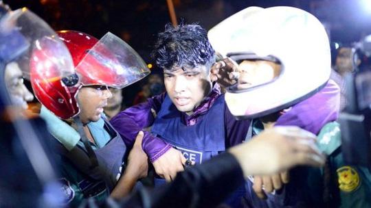Đã có hơn 20 người thiệt mạng và hơn 40 người khác bị thương trong vụ tấn công khủng bố tại Bangladesh