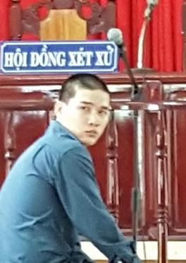 Bị cáo Nguyễn Minh Trí tại tòa, lúc chờ HĐXX nghị án