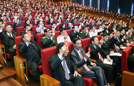 Các đại biểu biểu quyết tại Đại hội XII - Ảnh: TTXVN
