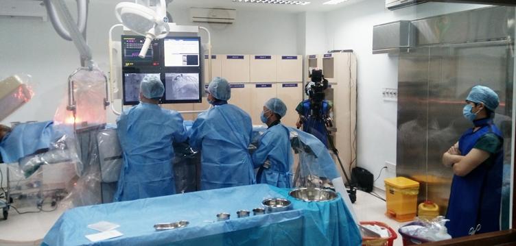 Đặt stent bằng kỹ thuật can thiệp tim mạch cho bệnh nhân Quảng Đại Dương.