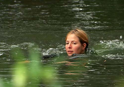 Đừng quên nguyên tắc 30 phút bơi cần 10 phút nghỉ và không nên bơi nhiều hơn 60 phút mỗi ngày Ảnh: BBC