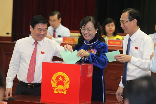 Các đại biểu HĐND TP HCM ngày 28-6 bỏ phiếu bầu chức danh Chủ tịch UBND TP nhiệm kỳ 2016-2021 - Ảnh: Hoàng Triều