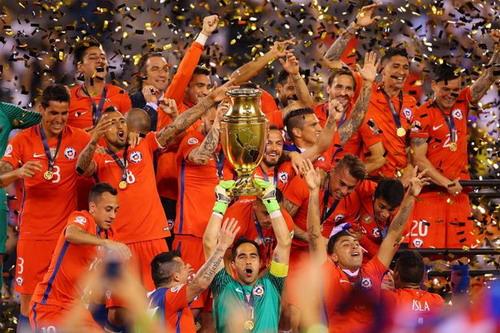 Bravo là thủ quân tuyển Chile ở World Cup và 2 kỳ Copa America