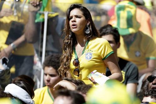 Bruna là cổ động viên cuồng nhiệt của Neymar và tuyển Brazil