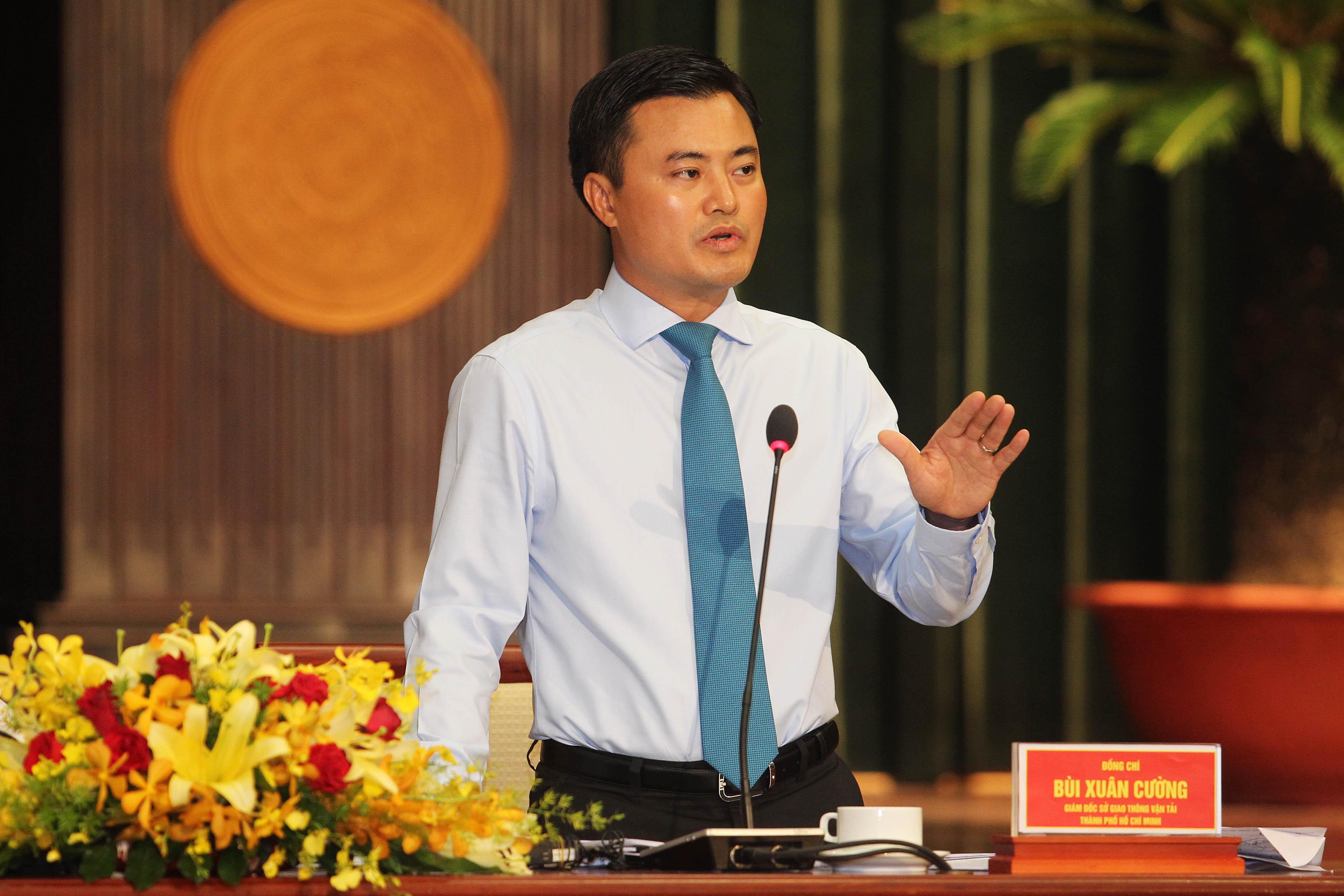 Giám đốc Sở GTVT TP Bùi Xuân Cường trả lời chất vấn ĐB