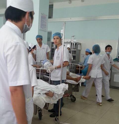 Các nạn nhân được đưa vào bệnh viện cấp cứu