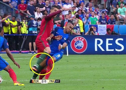 Cận cảnh pha phạm lỗi của Payet với Ronaldo