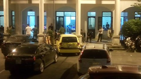Các dân chơi bị tạm giữ tại công an quận Kiến An vào đêm 3-9