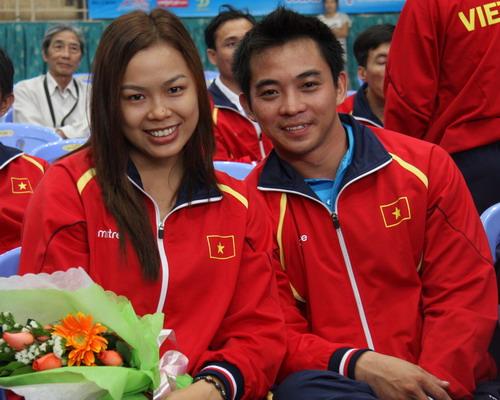 Cao Ngọc Hùng (phải)