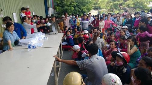 Các cơ quan chức năng huyện Hóc Môn, TP HCM hướng dẫn thủ tục khởi kiện cho công nhân Công ty TNHH Keo Hwa Vina