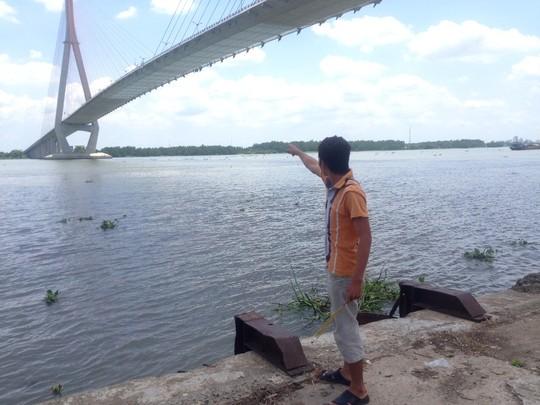 Cầu Cần Thơ, nơi cô gái nhảy xuống sông Hậu.