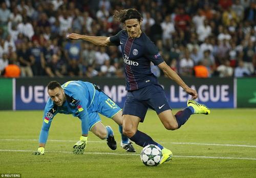 Cavani bỏ lỡ gần nửa tá cơ hội trước Arsenal