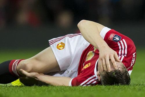 Chấn thương là nguyên nhân khiến Schweinsteiger mất vị trí ở M.U
