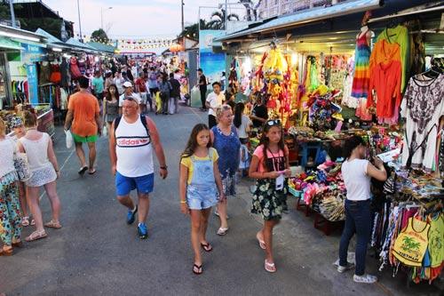 Chợ đêm Phố đi bộ tấp nập du khách