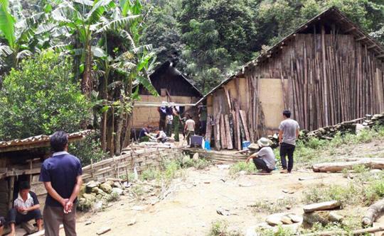 Căn nhà xảy ra vụ thảm sát 4 người nằm trên địa bàn rừng núi và cách không xa biên giới - Ảnh: Báo Lào Cai