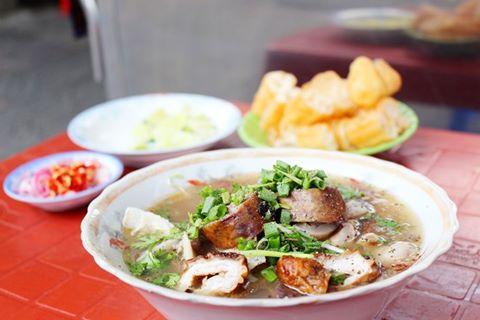Cháo lòng: món ăn vặt ấm lòng của Sài Gòn