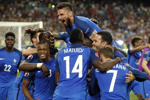 Chiến thắng xứng đáng của tuyển chủ nhà Pháp