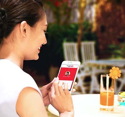Khách hàng chọn ngân hàng điện tử để giao dịch nhanh và tiện lợi