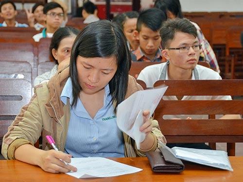Thí sinh đổi nguyện vọng xét tuyển tại Trường ĐH Giao thông Vận tải TP HCM năm 2015 Ảnh: TẤN THẠNH
