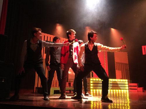 """Cảnh trong vở nhạc kịch """"Trót yêu"""" của sân khấu Nhà hát Thế giới trẻ"""