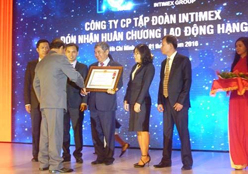 Công ty CP Tập đoàn Intimex đón nhận Huân chương Lao động hạng nhì