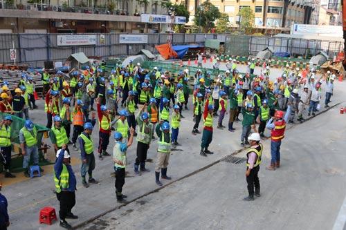 Sức khỏe là điều kiện tiên quyết của kỹ sư, công nhân tham gia xây dựng tuyến Metro số 1