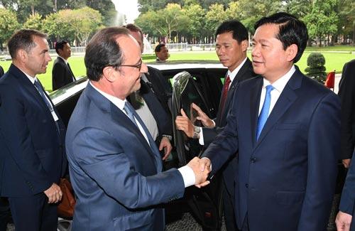 Tổng thống Pháp và Bí thư Thành ủy TP HCM Đinh La Thăng tại buổi tiếpẢnh: Hoàng Triều