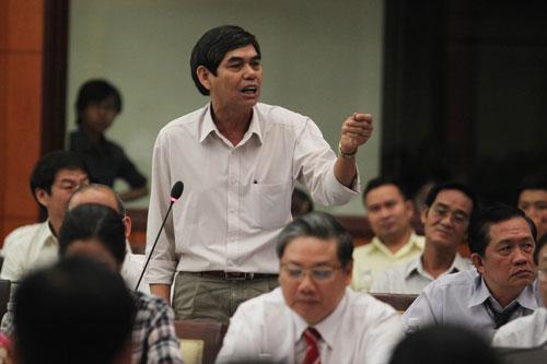Ông Đinh Công Khương, Chủ tịch HĐTV Công ty Thép Khương Mai, phản ánh chính sách thuế đang làm khổ doanh nghiệp Ảnh: HOÀNG TRIỀU