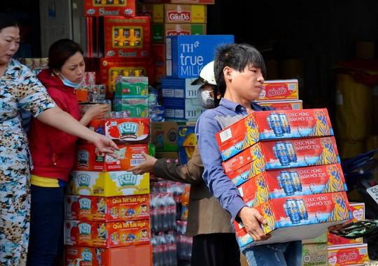 Các hãng bia tại Việt Nam đều khẳng định không thiếu hàng trong dịp Tết. Ảnh TL