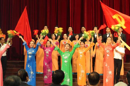 Các hoạt động văn nghệ chào mừng 40 năm ngày TP Sài Gòn - Gia Định mang tên Chủ tịch Hồ Chí Minh Ảnh: Hoàng Triều