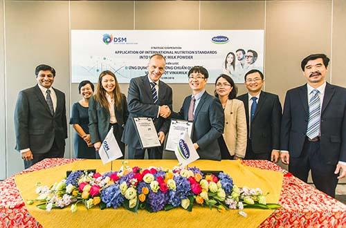 Công ty Cổ phần Sữa Việt Nam ký kết hợp tác chiến lược với Tập đoàn DSM Thụy Sĩ