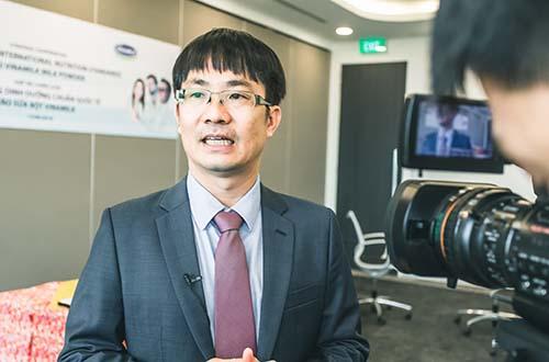 Ông Phan Minh Tiên, Giám đốc Điều hành Vinamilk, phát biểu tại lễ ký kết hợp tác chiến lược với DSM – Thụy Sĩ