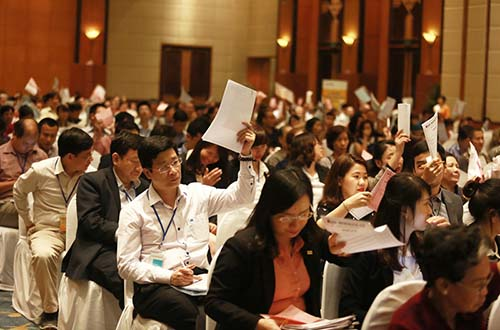 Cổ đông dự đại hội cổ đông của một ngân hàng Ảnh: Linh Anh