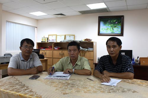 Người lao động trình bày bức xúc về quyền lợi bị vi phạm tại Báo Người Lao Động Ảnh: BẢO NGỌC
