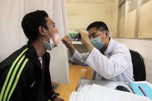 Khám chữa bệnh BHYT tại Bệnh viện Đa khoa Sài Gòn Ảnh: HOÀNG TRIỀU