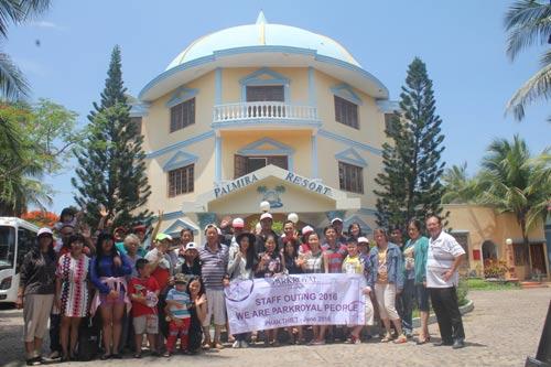 Nhân viên khách sạn Parkroyal Sài Gòn trong một chuyến tham quan do Công đoàn cơ sở tổ chức