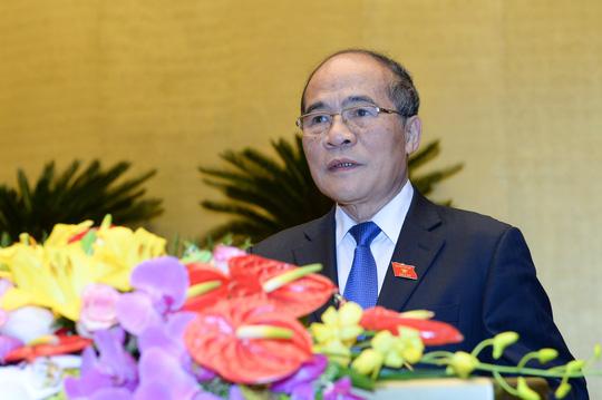 Chủ tịch Quốc hội Nguyễn Sinh Hùng trình bày báo cáo công tác nhiệm kỳ khoá 13 của Quốc hội - Ảnh: Nguyễn Nam