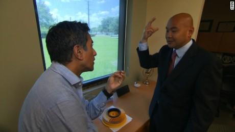 Ông Joshua Stephany (phải) trả lời phỏng vấn đài CNN 15-6. Ảnh: CNN