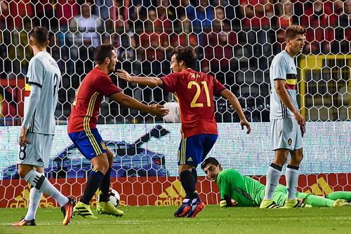 Davis Silva mở tỉ số cho tuyển Tây Ban Nha