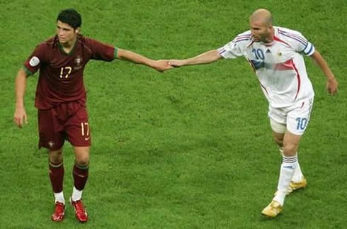 Ronaldo và Zidane tại tứ kết World Cup 2006