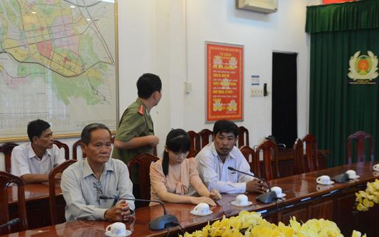 Bà Ngọc tại trụ sở Công an huyện Nhơn Trạch sáng 26-4 (ảnh: XUÂN HOÀNG)